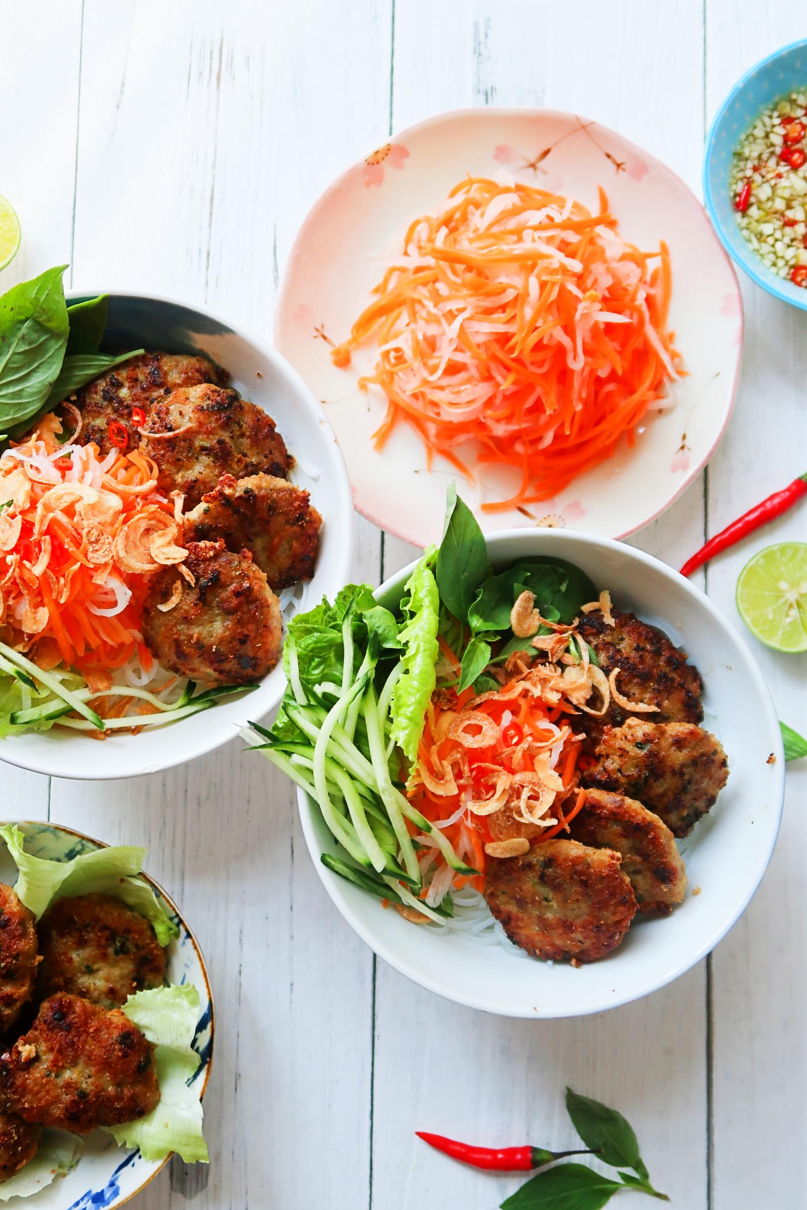 越南炭烤肉餅配涼拌魚露檬粉 Bún chả